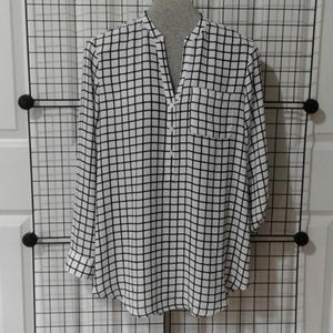Long blouse with adjustable sleeves. NWOT